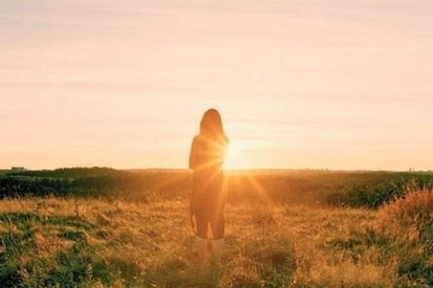 下雨天失恋的心情说说,有的人看了你一眼,却惦记了一生