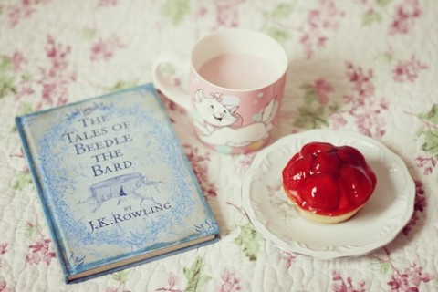 喝奶茶的可爱搞笑说说,爱喝奶茶的人怎么发朋友圈